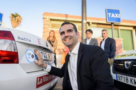 Los taxis de la capital se visten de Almería 2019