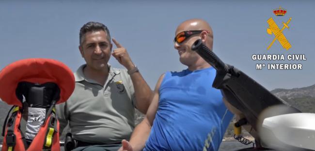 La Guardia Civil interviene una moto acuática implicada en un accidente en Roquetas de Mar