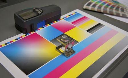 Gráficas Lucmar da un salto tecnológico con la impresión simultánea a cuatro colores