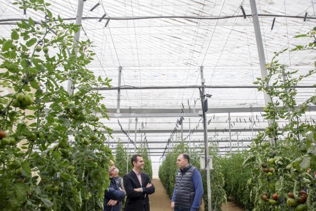 El alcalde visita las instalaciones de la empresa HuertaIbérika