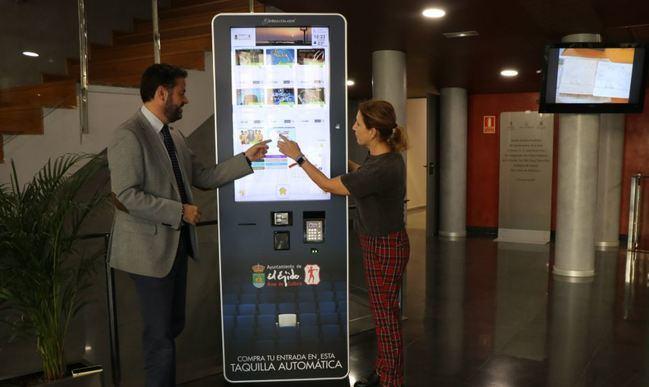 El Ayuntamiento de El Ejido instala cinco totem para comprar entradas culturales