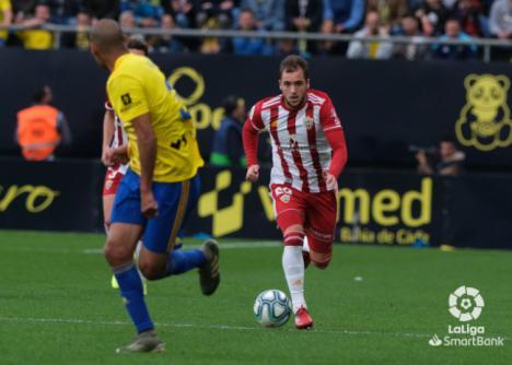 2-1: El Almería cae con las botas puestas ante el líder