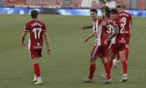 El Almería vuelve a respirar