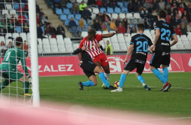 1-1: La superioridad en la segunda parte no valió al Almería para ganar