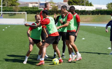 Juegos para relajar y entrenamiento suave para la UD Almería