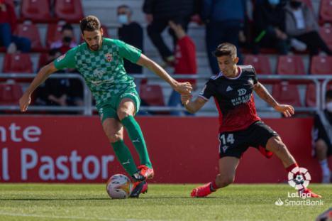 1-4: El Almería exhibe el liderato en Anduva