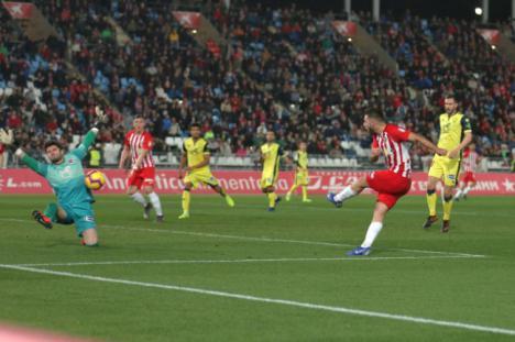 El Almería se distancia en once puntos del descenso y se sitúa a cinco del play-off de ascenso
