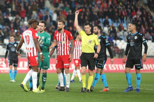 Hasta siete jugadores de la UD Almería se han quedado al borde de la suspensión