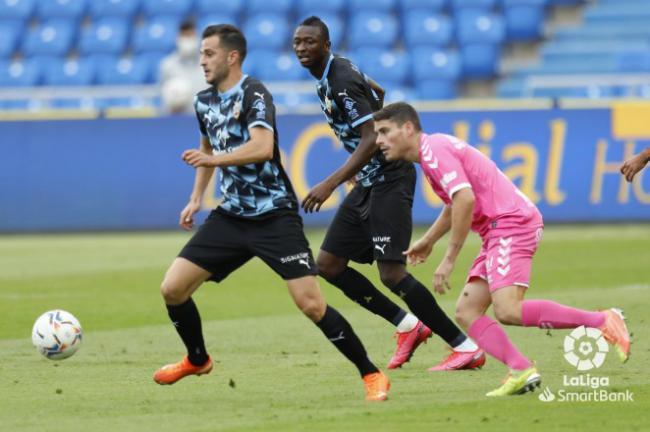 2-0: El Almería vuelve de Las Palmas con otra derrota