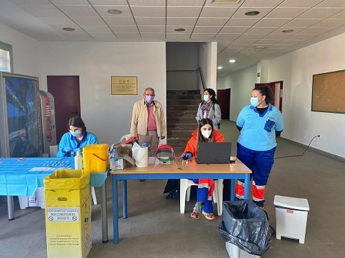 Los vecinos de Vícar confían en la vacunación covid-19