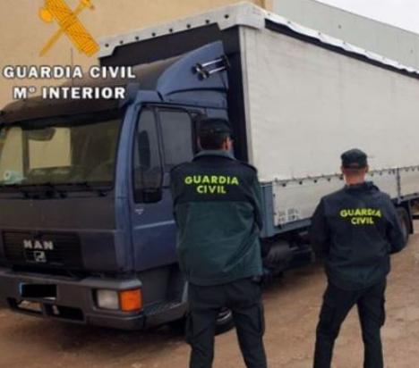 Detenido en Almería a un empresario alicantino por de estafa, falsedad documental y usurpación de estado civil