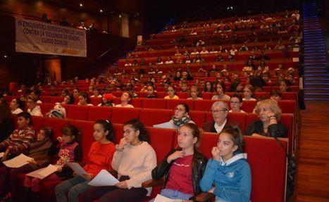 Escolares De Vícar Llenan el Auditorio Contra El Maltrato A La Mujer