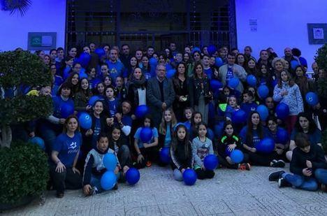 Vícar Se ilumina de azul en el Día Mundial Del Autismo