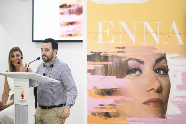 ENNA realiza un viaje emocional por Almería en su videoclip 'Oye mi corazón'