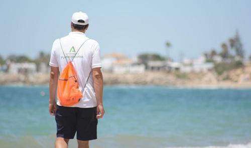 Guardianes frente al Covid en las playas andaluzas