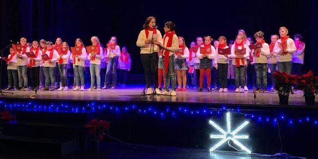 300 niños de Adra en el XXV Certamen Escolar de Villancicos