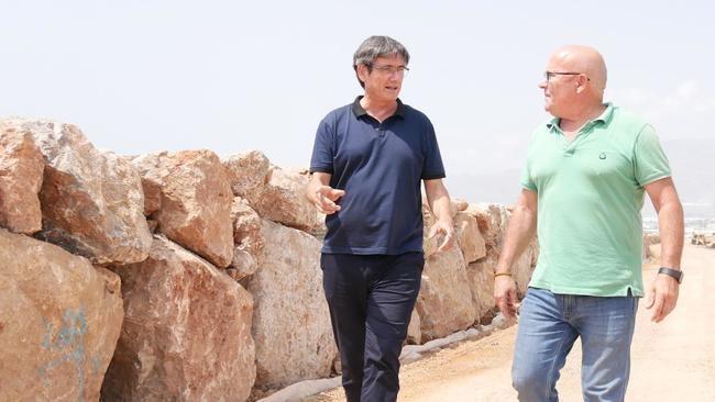 El alcalde de Adra satisfecho con la escollera de protección entre La Azucarera y el Río Adra