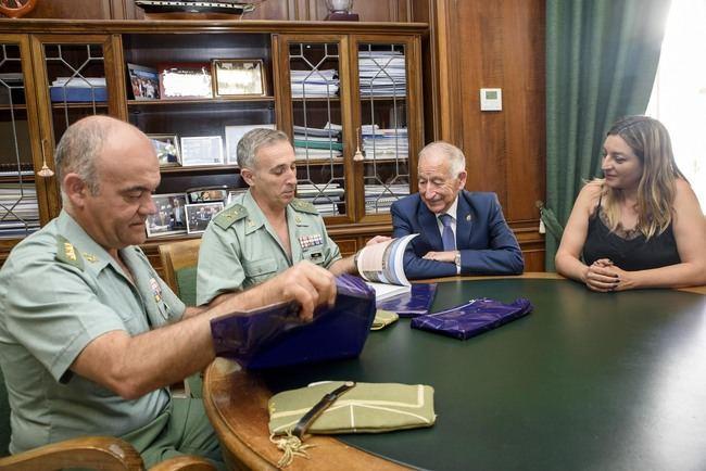 El General de la Brigada de la Legión Rey Alfonso XIII visita al presidente de la Diputación