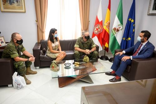 El alcalde destaca el orgullo de los almerienses por la Legión recién llegada del Líbano