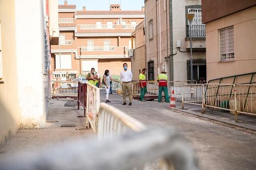 El Ayuntamiento mejora pavimento y acerado de la calle Lugano
