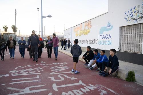 El alcalde visita El Puche y se compromete a atender sus necesidades