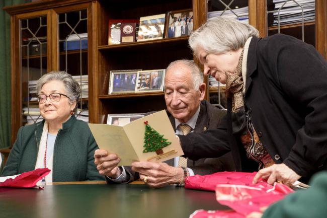 Los mayores de la Residencia Asistida visitan la Diputación para felicitar la Navidad