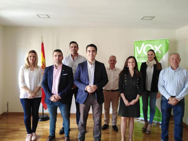 Vox presenta candidatura a la Alcaldía de Almería sin proyecto ni respuestas a la prensa