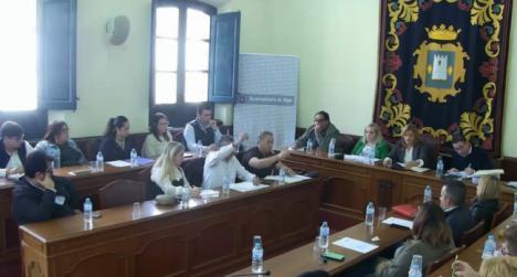La secretaria provincial de Vox se salta la disciplina de voto media docena de veces