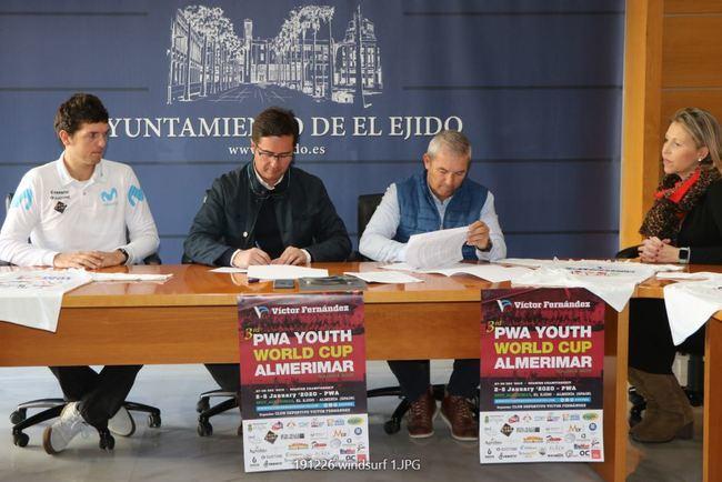 La Copa Mundial Juvenil PWA de Víctor Fernández traerá a los mejores del windsurf mundial