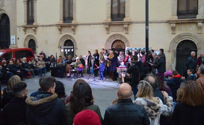 Los villancicos rocieros toman la Plaza Pablo Cazard por Navidad