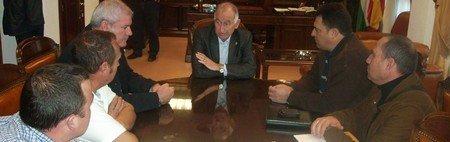 El Comité Local de COAG Almería en Roquetas de Mar se reúne con el alcalde del municipio para tratar la inseguridad en el campo