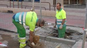El Ayuntamiento comienza la plantación de 42 nuevos árboles en la calle Azorín
